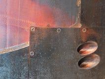 Rusted brannte rote und schwarze Metallstahlplatten Stockbilder