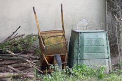 Rusted cangrejo and container for the composter and organic wast Stock Photo