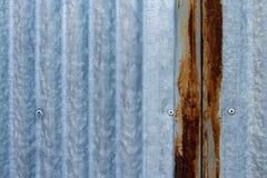 Rusted galvaniserade järnplattan Arkivfoto