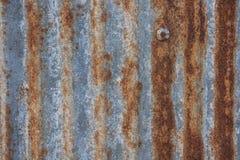 Rusted galvanisierte von der Eisenplatte, der alte Zinkrost, der für Rückseite gemasert wurde Lizenzfreie Stockbilder