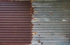 Rusted galvanizó la placa del hierro Imagenes de archivo