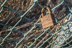 Rusted padlock on a fence Royalty Free Stock Photography