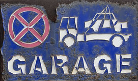 Rusted and peeling - no parking, tow away sign Stock Photography