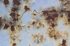 Rusted pintó la corrosión de la pared del metal con las rayas del moho fotos de archivo libres de regalías