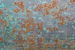 Rusted pintou a corrosão da parede do metal com as raias da oxidação imagens de stock royalty free