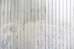 Rusted platta f?r galvaniserat j?rn i staden royaltyfri illustrationer