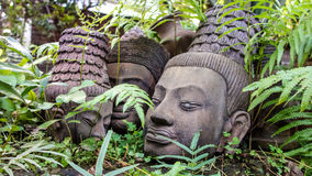 Rustend Clay Sculpture Buddha Heads Stock Afbeelding