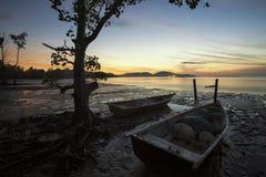 Rustende boot bij SG Sekawan royalty-vrije stock afbeeldingen