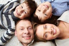 Rustgevende familie Stock Afbeeldingen