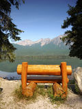 Rustic Bench, Lake Shore Mountains Royalty Free Stock Photography