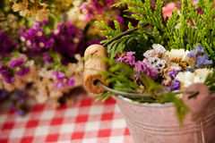 Rustic flowers decor Royalty Free Stock Photos
