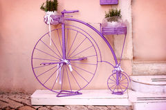Rustic - vintage, outmoded purple bicycle Royalty Free Stock Photography