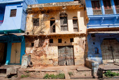 Rustic walls of abandoned houses in India Stock Photo