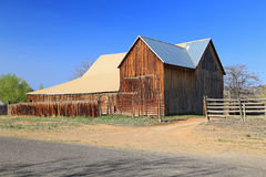Rustic wooden barn Royalty Free Stock Photos
