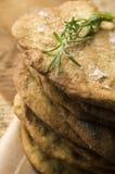 rustical薄脆饼干自创的迷迭香 库存图片