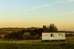 Rustical mobilt hus och landskapsikt Arkivbilder