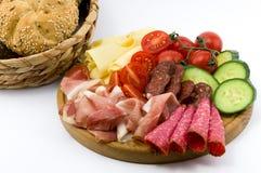 Rustical śniadanie na drewno talerzu zdjęcie royalty free