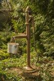 Rustical pumpvatten Royaltyfria Foton
