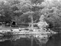 Rustiek Adirondak-kamp royalty-vrije stock afbeeldingen
