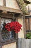 Rustiek huis met Kerstmisdecoratie royalty-vrije stock fotografie