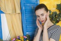 Rustiek portret van een jonge vrouw Royalty-vrije Stock Fotografie