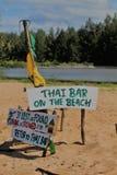 Rustiek Teken op een Strand van Thailand Royalty-vrije Stock Afbeelding
