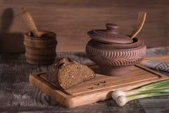 Rustiek voedsel op de lijst stock afbeelding