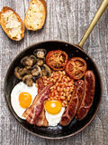 Rustiek volledig Engels ontbijt Stock Foto
