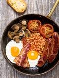 Rustiek volledig Engels ontbijt Stock Afbeeldingen