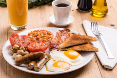 Rustiek volledig Engels ontbijt Royalty-vrije Stock Foto