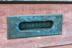 Rustieke brievenbus in deur Royalty-vrije Stock Afbeeldingen