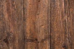 Rustieke bruine houten verticale mening als achtergrond Stock Afbeelding