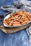 Rustieke Honey Glazed Baby-wortelen Stock Fotografie