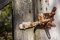 Rustieke oude poortklink royalty-vrije stock afbeelding