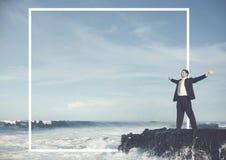 Rustig de Eenzaamheidconcept van zakenmanstaying alone island stock foto's