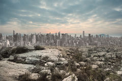 Rustig landschap met stad op de horizon Royalty-vrije Stock Fotografie