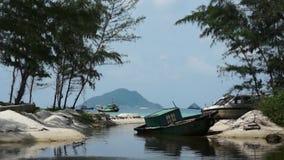 Rustige lagune met twee boten stock video
