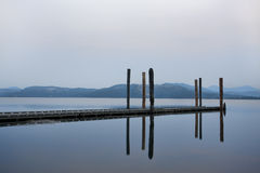 Rustige ochtend door het water royalty-vrije stock foto's