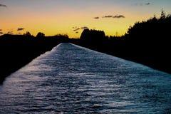 Rustige rivier tijdens vroege ochtend, zonsopgang in Methven, Nieuw Zeeland stock afbeelding