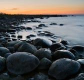 Rustige rotsachtige kust Stock Foto's