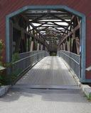 Rustikale überdachte Brücke Lizenzfreie Stockfotografie