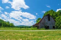Rustikale alte Scheune in Virginia Lizenzfreies Stockfoto