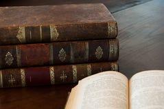 Rustikale antike Bücher stockbild