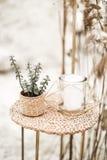 Rustikale, eco und boho Hochzeit in der W?stenschlucht mit Dekor Kerzen, Succulents, goldene St?nde, Dekorationen in rustikalem stockfotografie