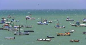 Rustikale Fischerboote in Macora, Peru an einem sonnigen Tag stock video