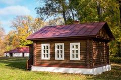 Rustikale Kabine im Holz Stockfotos