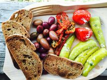 Rustikale Lebensmittelplatte Stockfotografie