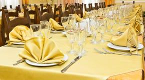 Rustikale Restauranttabelle Stockfoto