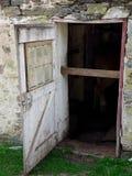 Rustikale Seitenscheunen-Tür Stockbilder