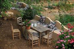 Rustikale Sitzplätze in der Natur Lizenzfreie Stockbilder